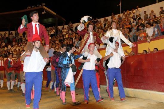 Cavaliers, Forcados et Ganadero en triomphe