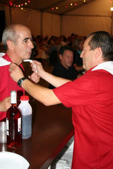 Remise du foulard de la Peña à Mr le Maire